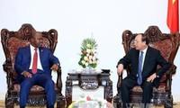 Thủ tướng tiếp Bộ trưởng Bộ Nội vụ Mozambique Basilio Monteiro