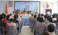 Trao tặng 150 suất quà cho các gia đình Việt kiều khó khăn tại Campuchia