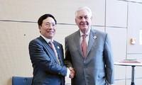 Phó Thủ tướng, Bộ trưởng Ngoại giao Phạm Bình Minh gặp Bộ trưởng Ngoại giao Anh, Hoa Kỳ, Brazil
