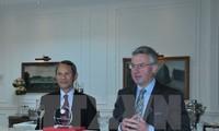 Gặp mặt Nhóm nghị sĩ châu Âu yêu Việt Nam tại Bỉ
