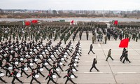 """Tưởng niệm """"Binh đoàn bất tử"""" và cuộc diễu hành """"Trung đoàn bất tử"""""""