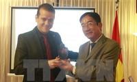 Đại sứ quán Việt Nam tại Brazil trao Giải thưởng Toàn quốc về thông tin đối ngoại 2016