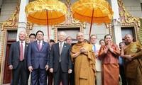 Tổng Bí thư Nguyễn Phú Trọng thăm Đại Tăng thống Tep Vong và Đại Tăng thống Bukri của Campuchia