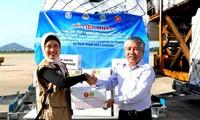Việt Nam tiếp nhận 30 tấn hàng cứu trợ đồng bào vùng thiên tai