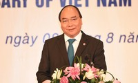 Thủ tướng Nguyễn Xuân Phúc và Phu nhân chủ trì Lễ kỷ niệm 50 năm Ngày thành lập ASEAN