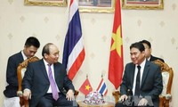 Thủ tướng Nguyễn Xuân Phúc gặp Tỉnh trưởng Nakhon Pathom (Thái Lan)