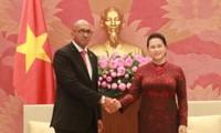 Chủ tịch Quốc hội Việt Nam tiếp Đại sứ Cuba Hermenio Lopez tới chào kết thúc nhiệm kỳ công tác