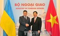 Hội đàm giữa Phó Thủ tướng, Bộ trưởng Ngoại giao VN Phạm Bình Minh với Bộ trưởng Ngoại giao Ukraina