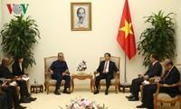 Phó Thủ tướng Vũ Đức Đam tiếp Chủ tịch Liên đoàn Bóng đá châu Á (AFC)