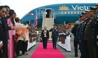 Thủ tướng Nguyễn Xuân Phúc đến Philippines bắt đầu tham dự ASEAN-31