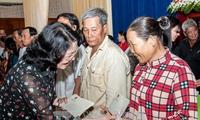 Phó Chủ tịch nước thăm, tặng quà cho học sinh và hộ nghèo tỉnh An Giang
