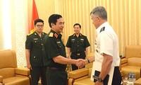 Tổng Tham mưu trưởng Quân đội nhân dân Việt Nam tiếp Phó Tư lệnh Thái Bình Dương Hoa Kỳ