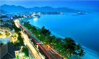 Da Nang people welcome APEC week 2017