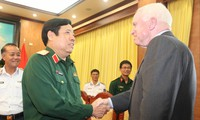 Đại tướng Phùng Quang Thanh tiếp Thượng nghị sĩ Hoa Kỳ