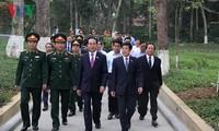 Chủ tịch nước Trần Đại Quang dâng hương Chủ tịch Hồ Chí Minh