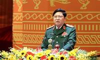 Bộ trưởng Quốc phòng Ngô Xuân Lịch tiếp xúc song phương với Bộ trưởng Quốc phòng CHDCND Lào