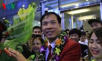 Chào đón Đoàn Thể thao Việt Nam với tấm Huy chương Vàng Olympic lịch sử