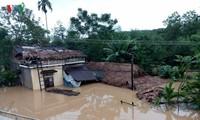 Huy động mọi lực lượng khắc phục hậu quả mưa lũ tại miền Trung