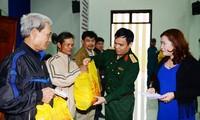 Bộ Quốc phòng trao 600 suất quà cho các gia đình chính sách, hộ nghèo tại tỉnh Quảng Nam