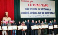 Trao tặng huân, huy chương của Lào cho cán bộ, chuyên gia, quân tình nguyện Việt Nam