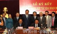 Hội đồng Lý luận Trung ương và Thành ủy Thành phố Hồ Chí Minh ký chương trình hợp tác