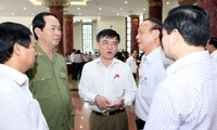 รัฐมนตรี ๕ ท่านตอบข้อซักถามเกี่ยวกับปัญหาที่ร้อนระอุของประเทศ
