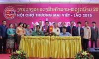 งานแสดงสินค้าเวียดนาม-ลาวปี ๒๐๑๕ได้เปิดขึ้นแล้ว