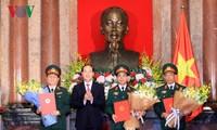 Chủ tịch nước Trần Đại Quang trao quân hàm cho các sĩ quan cấp Thượng tướng, Trung tướng năm 2017