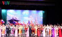 Phụ nữ Việt-Lào tham dự Lễ mít-tinh kỷ niệm Năm đoàn kết hữu nghị