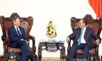 Thủ tướng Nguyễn Xuân Phúc tiếp Giám đốc quốc gia WB tại VN và Chủ tịch Tập đoàn Warburg Pincus, Mỹ