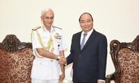 Thủ tướng Nguyễn Xuân Phúc tiếp Chủ tịch Uỷ ban Tham mưu trưởng kiêm Tư lệnh Hải quân Ấn Độ