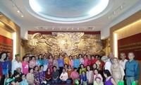 Đoàn cựu giáo viên kiều bào Thái Lan thăm Hà Nội