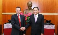 Việt Nam hết sức coi trọng tăng cường quan hệ với Pháp