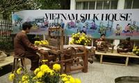 Lụa tơ tằm Việt Nam tỏa sáng trong vai trò sứ giả ngoại giao