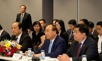 Thủ tướng Nguyễn Xuân Phúc đối thoại với lãnh đạo các tập đoàn, doanh nghiệp hàng đầu Singapore