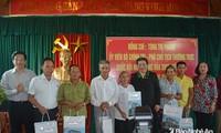 Phó Chủ tịch Thường trực Quốc hội Tòng Thị Phóng thăm, tặng quà người có công tại Nghệ An