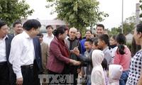 ប្រធានរដ្ឋសភា លោកស្រី Nguyen Thi Kim Ngan ចូលរួមទិវាបុណ្យមហាសាមគ្គីនៅឃុំ Kim Lien ខេត្ត Nghe An