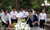 Нгуен Тхи Ким Нган посетила кладбище Хангзыонг в уезде Кондао