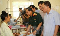 Зампредседателя Нацсобрания До Ба Ти навестил пострадавших от недавнего наводнения