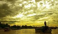 Плавучий рынок на перекрёстке рек в дельте реки Меконг