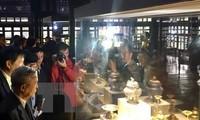 Знакомство иностранных друзей с вьетнамскими культурными ценностями