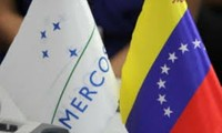 Venezuela hoists Mercosur flag in show of taking on presidency