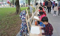 Vietnamese, foreign children paint for peace