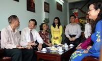 ประธานประเทศเวียดนามเดินทางไปเยี่ยมและอวยพรปีใหม่บรรดาศิลปินและปัญญาชน