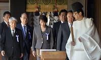 รัฐมนตรี๒คนของญี่ปุ่นเยือนศาลเจ้ายาสุคุนิ