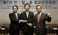 จีน ญี่ปุ่นและสาธารณรัฐเกาหลีเห็นพ้องที่จะจัดการประชุมสุดยอด๓ฝ่ายโดยเร็ว