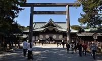 ปฏิกิริยาของจีนและสาธารณรัฐเกาหลีต่อการที่นายกรัฐมนตรีญี่ปุ่นส่งของเซ่นไหว้ไปยังศาลเจ้ายาสุคุนิ