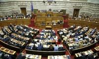 รัฐสภากรีซอนุมัติแผนการรัดเข็มขัด