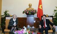 เวียดนามให้ความสำคัญต่อการพัฒนาความสัมพันธ์มิตรภาพและความร่วมมือกับเดนมาร์ก