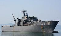 เรือของกองทัพเรือสิงคโปร์เข้าเทียบท่าเรือนานาชาติกามแรง